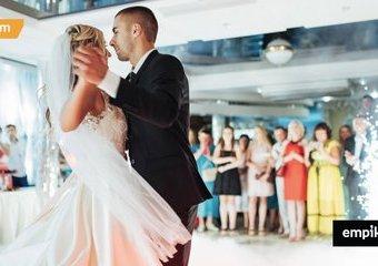 10 najpopularniejszych piosenek na pierwszy taniec – co najczęściej wybiera młoda para?