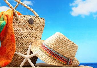 13 rzeczy, które warto zabrać na plażę – wakacyjny niezbędnik