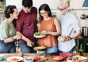 17 gadżetów do wspólnej kuchni. Jak bezkonfliktowo dzielić przestrzeń ze współlokatorami?