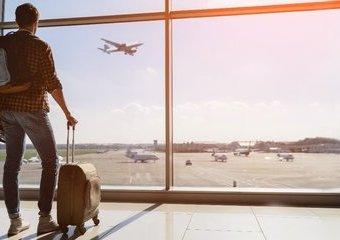 Bagaż podręczny do samolotu – jaką wybrać walizkę?