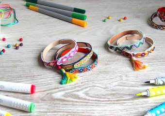Bransoletki w etniczne wzorki - wykonaj je z patyczków i ozdób markerami Creadu