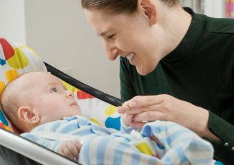 Bujaczek elektryczny – plusy i minusy huśtawki elektrycznej dla niemowląt
