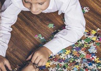 Co daje zabawa puzzlami?
