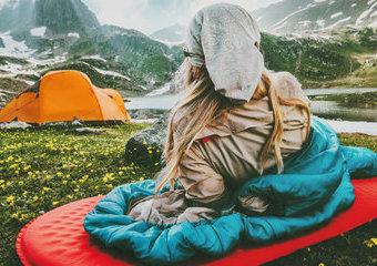 Co wybrać do spania w namiocie? Materac vs karimata