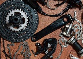 Części rowerowe – jakie wybrać hamulce, opony, łańcuchy, przerzutki, amortyzatory i pedały?