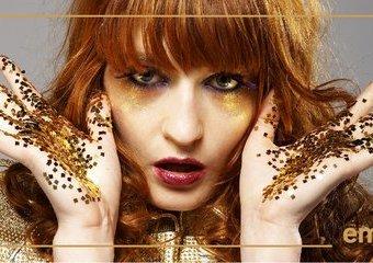 Demony rudowłosej Florence. Bosonoga królowa festiwali wraca z nową płytą