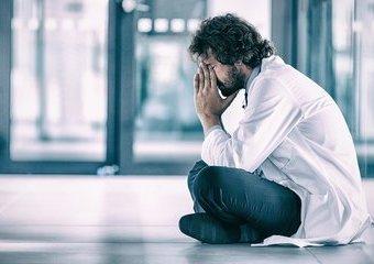 Dlaczego lekarze nie widzą w tobie człowieka? Dziennikarz opowiada o znieczulicy w szpitalach