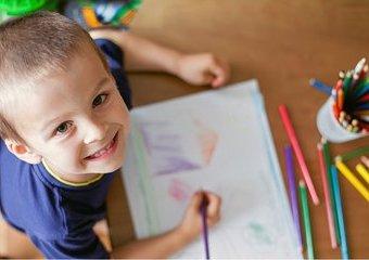 Dlaczego warto rozwijać talent plastyczny u dziecka?