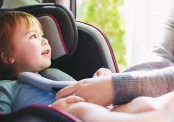 Długa podróż samochodem i fotelik dla dziecka
