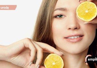Domowa pielęgnacja kwasami. Jak bezpiecznie stosować kwasy na twarz?