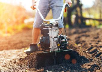Glebogryzarka ogrodowa – do czego służy? Jaką glebogryzarkę wybrać?