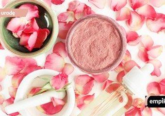 Glinka różowa – składnik o wyjątkowych właściwościach. Kto powinien stosować glinkę różową?