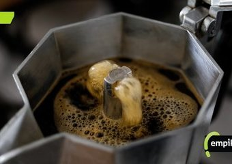 Jak czyścić kawiarkę? Jak prawidłowo myć kawiarkę, nie tylko przypaloną