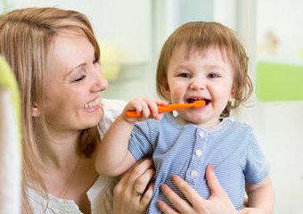 Jak dbać o pierwsze mleczne zęby dziecka?