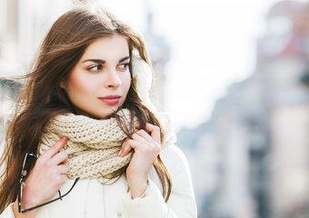 Jak dbać o skórę, gdy na dworze chłodno i wietrznie?