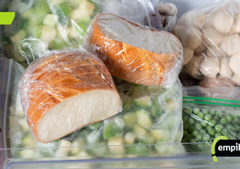 Jak mrozić chleb? W czym i jak długo mrozić chleb?