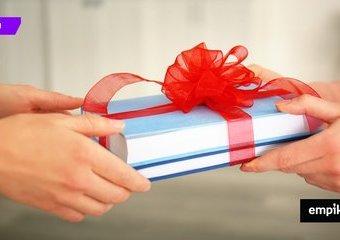 Jak NIE kupować książki na prezent? Ostrzegamy przed popełnieniem gafy