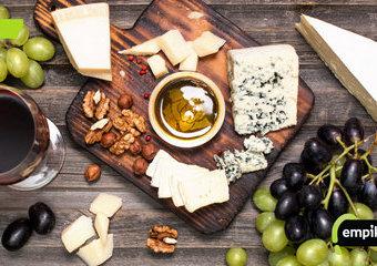 Jak przygotować deskę serów? Na jakiej desce serwować sery?