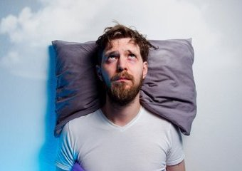 Jak szybko zasnąć i nie budzić się w nocy?