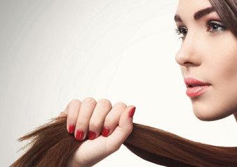 Jak ujarzmić niesforne włosy?