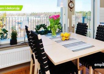 Jak urządzić mały salon ze stołem? Jaki stół wybrać?
