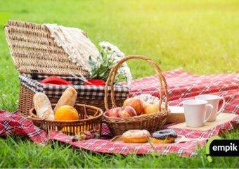 Jak urządzić piknik i co przygotować do zjedzenia?