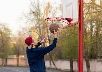 Jak wybrać piłkę do koszykówki? Poradnik dla początkujących
