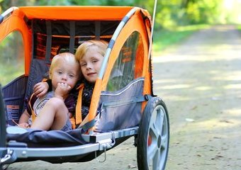 Jak wybrać przyczepkę rowerową dla dziecka?