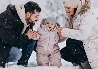 Jak zadbać o dziecko na spacerze, żeby nie zmarzło?