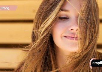 Jak zatrzymać wypadanie włosów? Polecane kosmetyki i sposoby na wypadanie włosów