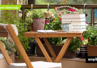 Jak zorganizować miejsce na balkonie? Przydatne skrzynie i półki balkonowe