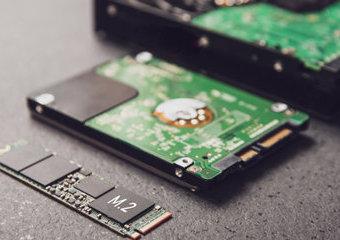 Jaki dysk do laptopa wybrać? SSD a HDD – poradnik zakupowy