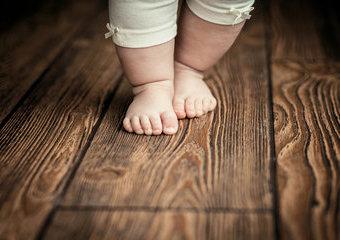 Kiedy dziecko zaczyna chodzić?