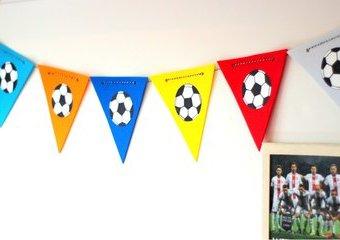 Kolorowe proporczyki dla fana piłki nożnej