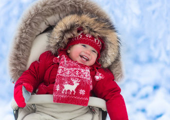 Kombinezon dla niemowląt: zimowe kombinezony, które ochronią maluszka przed mrozem