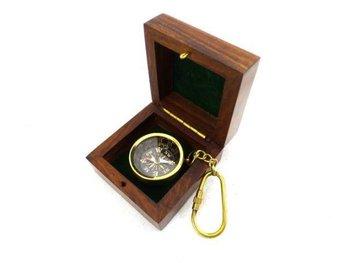 Kompas mosiężny - brelok w pudelki drewnianym Key-0124-UPOMINKARNIA