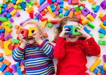 Kreatywne zabawki dla 3-latka – które sprawdzą się najlepiej podczas wakacji?