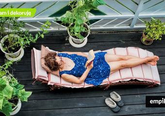 Leżak na balkon – jaki będzie najlepszy do małej przestrzeni? Polecane leżaki balkonowe