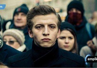 """Maciej Musiałowski – kim jest aktor, który zachwycił nas w """"Sali samobójców. Hejterze""""?"""