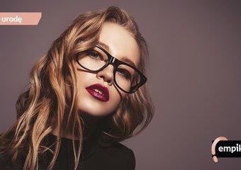 Makijaż dla okularnicy – jak się malować do okularów?