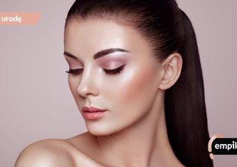 Makijaż rozświetlający – jak uzyskać efekt glass skin? Podpowiadamy!