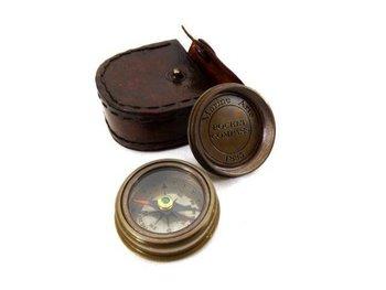 Mosiężny kompas w skórzanym etui Com-0468-UPOMINKARNIA