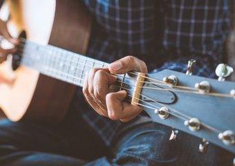 Nauka gry na gitarze: jak samodzielnie nauczyć się grać?