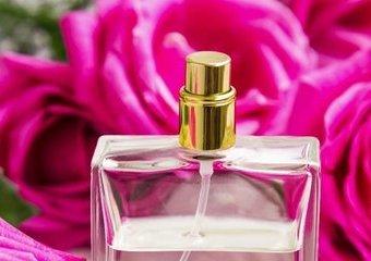 Nuta głowy, serca, bazy – architektura perfum od kuchni