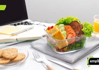 Obiad w pracy, czyli jak nie zrobić sobie wrogów i nie być głodnym