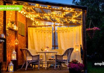 Oświetlenie tarasu: propozycje lampionów i lampek tarasowych, które stworzą niezwykły klimat w ciepłe wieczory