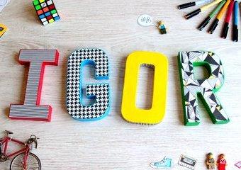 Ozdób swoje imię - złóż kreatywny podpis z kartonowych liter.