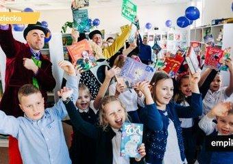 Pięć tysięcy powodów by czytać już dotarło do szkół!