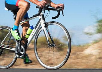 Pierwszy rower szosowy – poradnik zakupowy dla początkujących