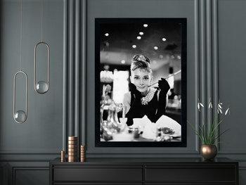 Plakat w czarnej ramie, 50x70 cm- Audrey Hepburn 1-Postergaleria